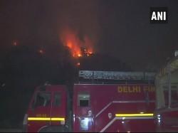 Fire Breaks An Ghazipur Landfill Delhi