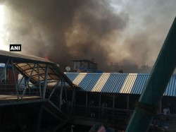 Major Fire Breaks Out Near Bandra Railway Station