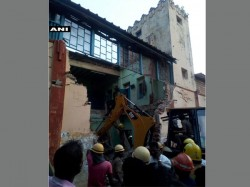Tamil Nadu 8 Killed As Roof Of Restroom Collapses In Nagapattinam