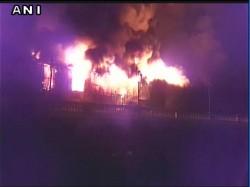 Wb Fire Breaks In Abandoned Godown At Armenian Ghat No Cas