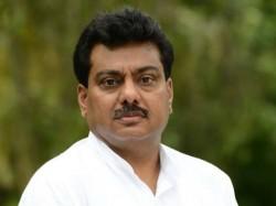 Congress Lingayat Leaders Vinay Kulkarni Mb Patil Face Similar Challenges