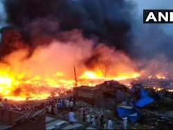 Up Massive Fire Breaks Out In Meeruts Slum