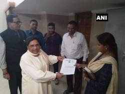 Mayawati Hands Over Bungalow Up Govt Maintains That It S Kanshi Ram S Memorial