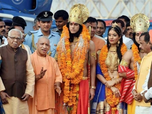 Lord Ram, Sita's grand chopper entry in Ayodhya for Diwali