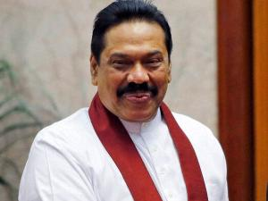 Modi meets Rajapaksa, thanks him for Indian fishermen release