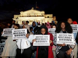 Ferguson protests: US protesters force closure of mall