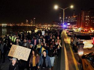 News in Brief (Nov 29): US protesters force closure of mall near Ferguson