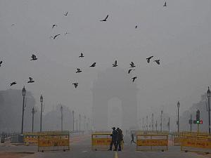 Delhi shivers with cold, dense Fog hits normal life