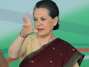 Sonia Gandhi hits out at Gadkari, accuses govt of compromising rights of poor