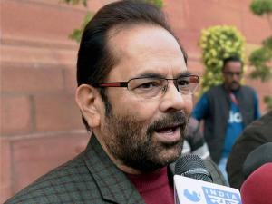 'Hunar Hubs' to be set up for artisans from minorities: Naqvi