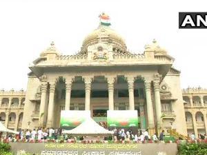 Karnataka LIVE: Kumaraswamy, top political leaders arrives at Vidhana Soudha
