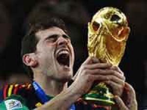 Spain Captain Casillas Wears The Golden Glove.html