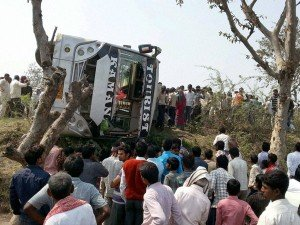 Marriage Mishap 5 Killed 25 Injured In Bus Lorry Accident In Tn