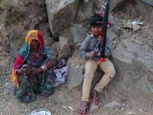 These Agricultural Workers From Rajasthan Go To Himachal Every Summer To Play Instrument