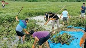 Fake Karnataka Cops Are Not Making Lockdown Violators Clean Lakes