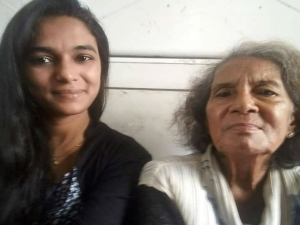 Moving story of an old lady transpired inside Mumbai local train will teach you not to judge anyone