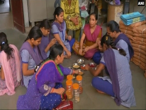 This Raksha Bandhan buy beautiful <i>rakhis</i> made by visually-challenged girls of Gujarat