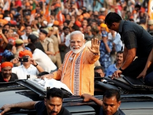 Lok Sabha Election LIVE: PM Modi reaches banks of Ganges, chanting of mantras for Aarti begins