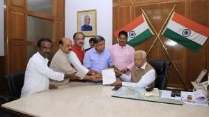'Lost majority': Governor sets 1.30 pm deadline to Karnataka coalition govt