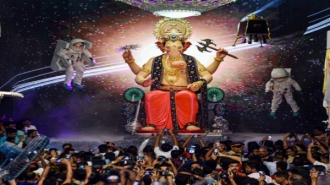 To seek Lord Ganapati's blessing