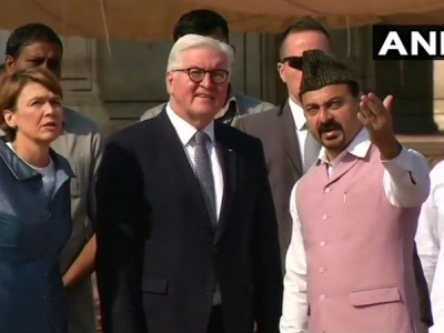 Steinmeier visits Delhi's Jama Masjid
