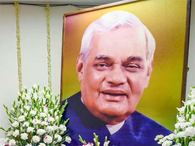 Boat tilts during Vajpayee's ashes immersion