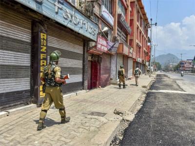 Srinagar shuts on rumour that Article 35