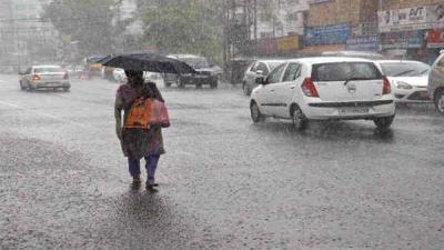Rain, high velocity winds lash Delhi