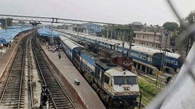 21 arrested for vandalising railway prop