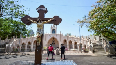 Coronavirus: Christians pray from home on Good Friday