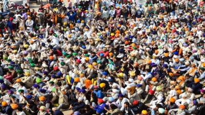Farmers continue to converge on Delhi
