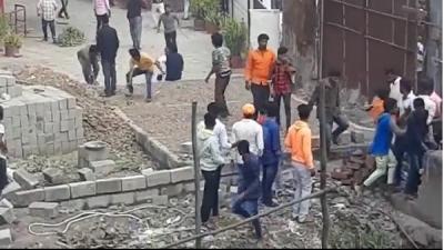 Sudeep fans resort to vandalism over del