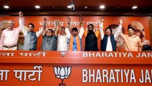 BJP Gen Secy Kailash Vijayvargiya With Leaders Of Gorkha Janmukti Morcha And Others