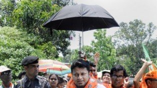 BJP Candidate For Jadavpur Seat, Anupam Hazra, Walks Under An Umbrella As He Campaigns