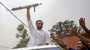 BJP candidate from Gurdaspur Lok Sabha seat Sunny Deol greets his supporters