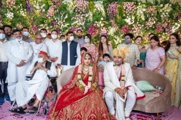 नातिन की शादी में दिखा मुलायम सिंह का पूरा परिवार, देखें तस्वीरें
