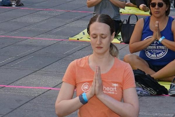 तस्वीरों में देखिए देश ही नहीं विदेश में भी दिखा International Yoga Day का रंग