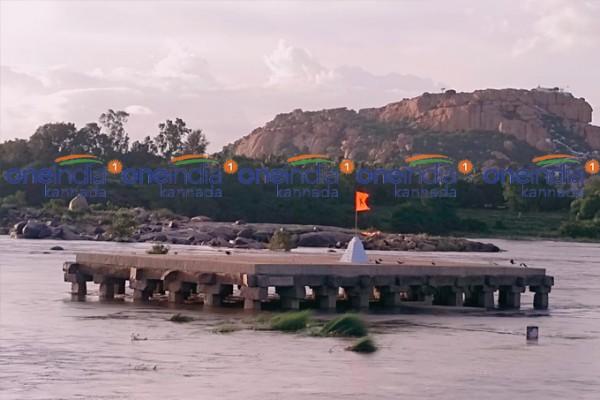 ಚಿತ್ರಗಳು; ನೀರಿನಲ್ಲಿ ಮುಳುಗಿದ ಹಂಪಿ ಪುರಂದರ ಮಂಟಪ