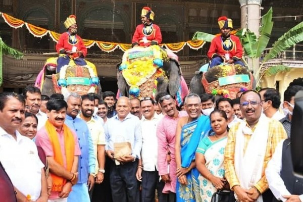 ಚಿತ್ರಗಳು; ಮೈಸೂರು ದಸರಾ 2021, ಅರಮನೆಯಲ್ಲಿ ಆನೆಗಳಿಗೆ ಸ್ವಾಗತ