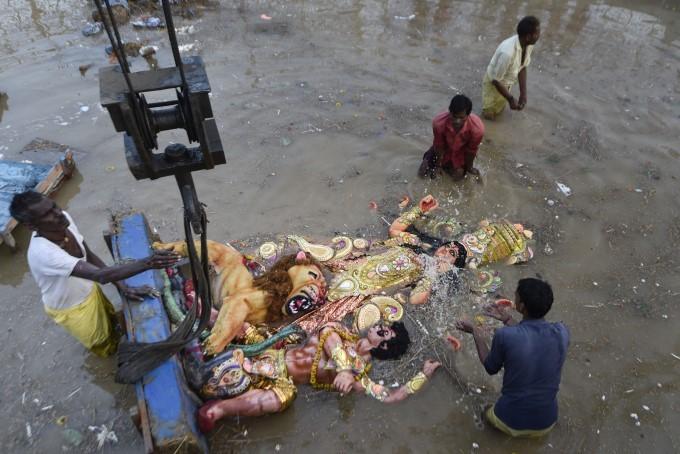 Devotees Immerse An Idol Of Goddess Durga At A Pond In Mayur Vihar, New Delhi