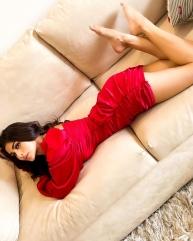 सोशल मीडिया वायरल हुई मौनी रॉय की बेडरूम तस्वीरें, देखें उनका ये Hot Look
