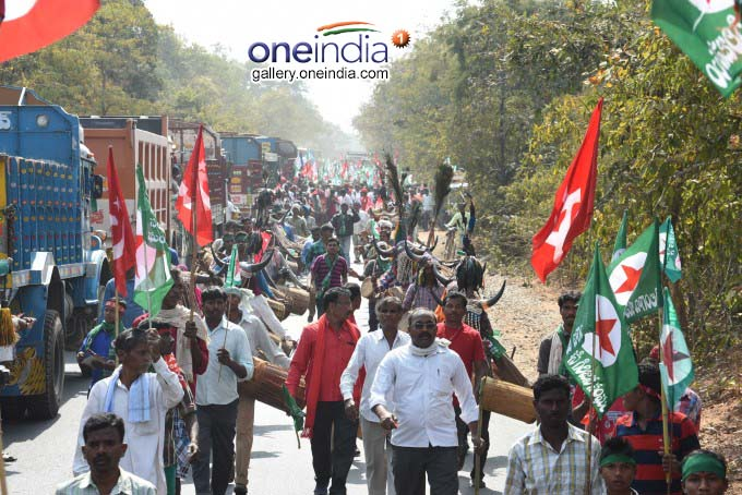 Brinda Karat Participated In Telangana Mahajana Padayatra 100th Day At Eturu Naagaram
