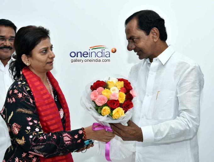 CM KCR Greeted On The Eve New Year At Pragathi Bhavan In Hyderabad