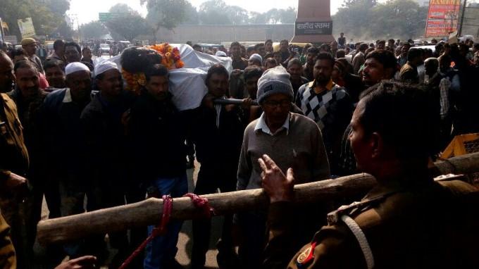 यूपी चुनाव में पर्चा भरने अर्थी पर आई एक 'लाश'