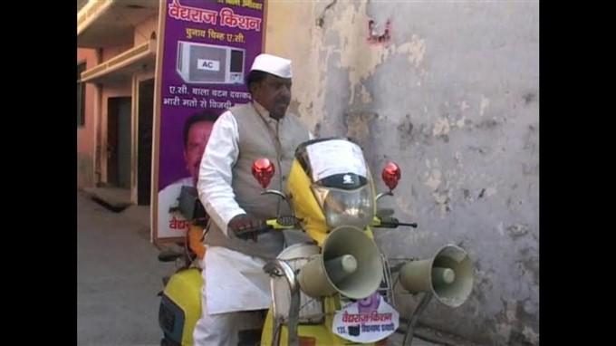 शाहजहांपुर: राखी बंधवाकर मांग रहे हैं वोट, एक लाख राखी बंधवाने का रखा टारगेट