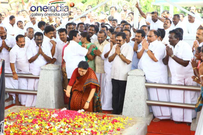VK Sasikala Natarajan At J Jayalalithaa Memorial In Chennai