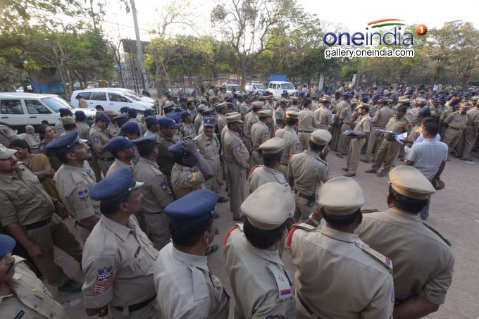 PHOTO: Police Forces Deployed In Hyderabad In The Wake Of Kodandaram's Proposed Rally