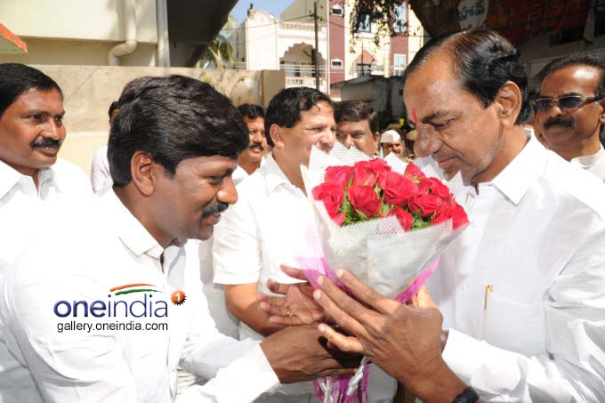 KCR Had Lunch At Minister Jagadish Reddy Residence At Suryapet.