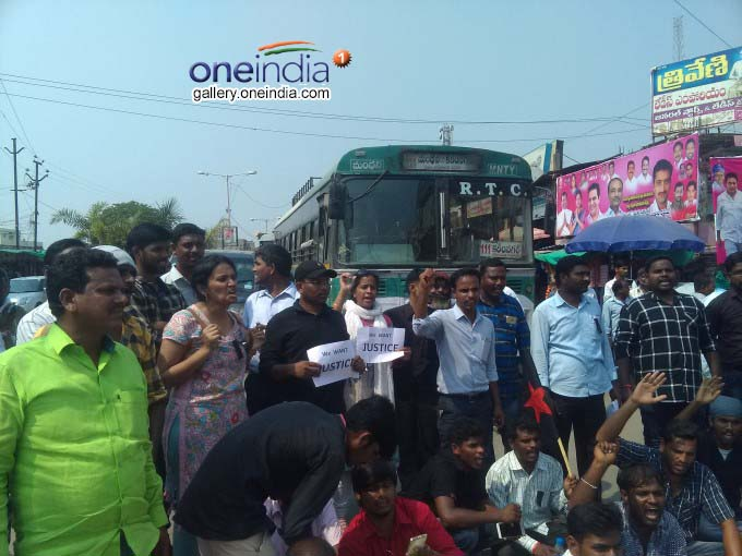 Photo Gallery: Protests Against KCR On The Death Of Madhukar At Manthani Of Telangana
