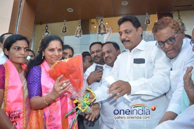 TRS MP Kavitha Sells Sarees, Gulabi Coolie Programme